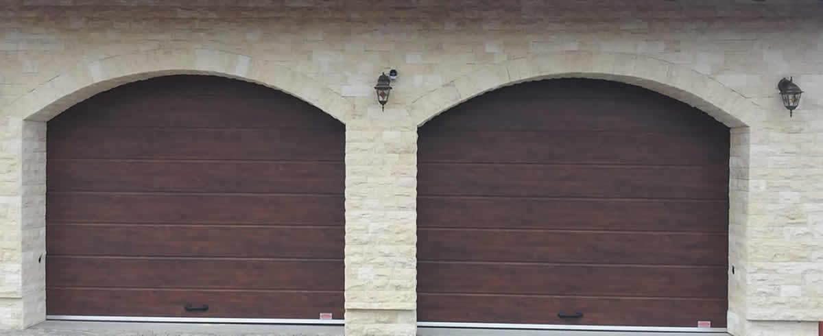Uși secționale imitație de lemn, nuc