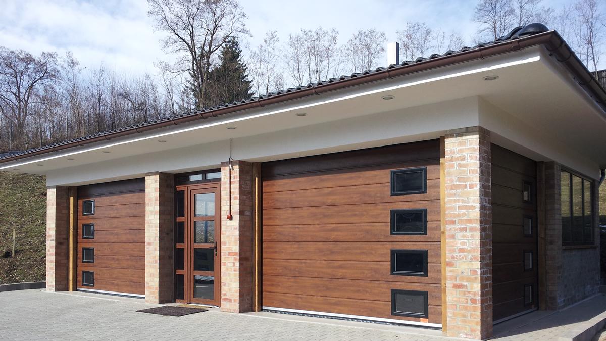 Uși de garaj imitație de lemn, culoare nuc